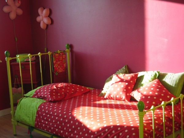 concours photos chambre d 39 enfants violette chambre coloree perigneux. Black Bedroom Furniture Sets. Home Design Ideas
